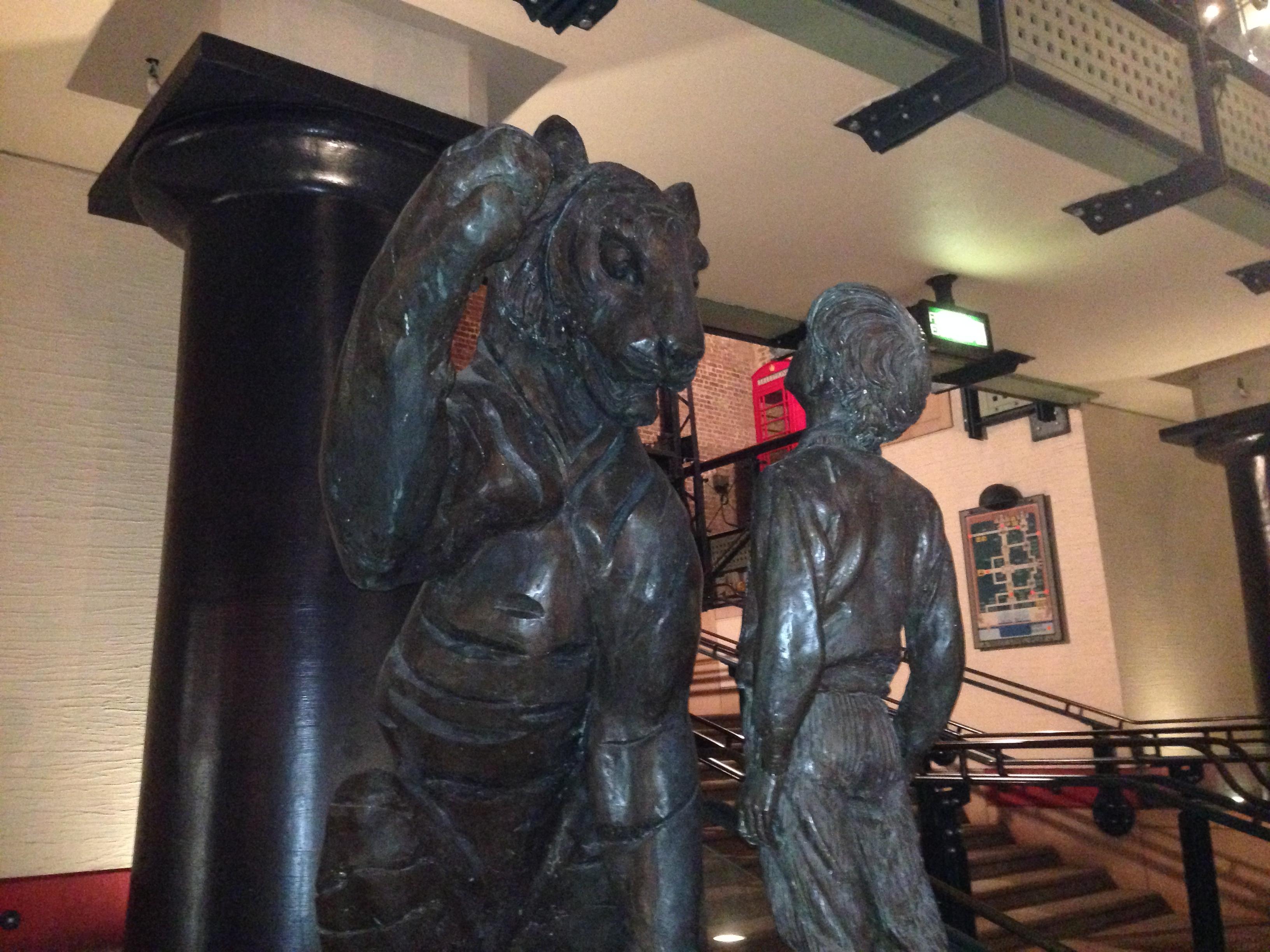 2014-03-12 23.52.31 BAFTAs - statue
